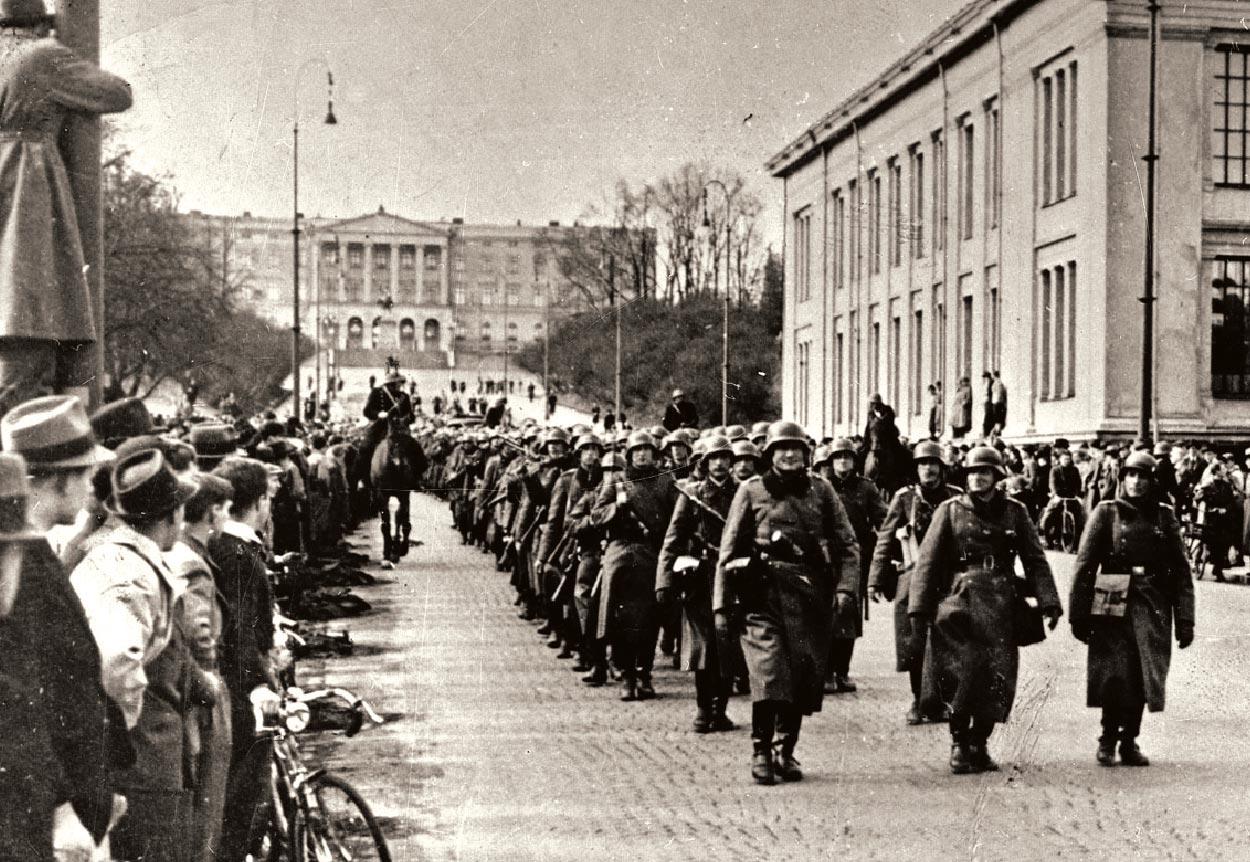 Tyske tropper marsjerer på Karl Johan
