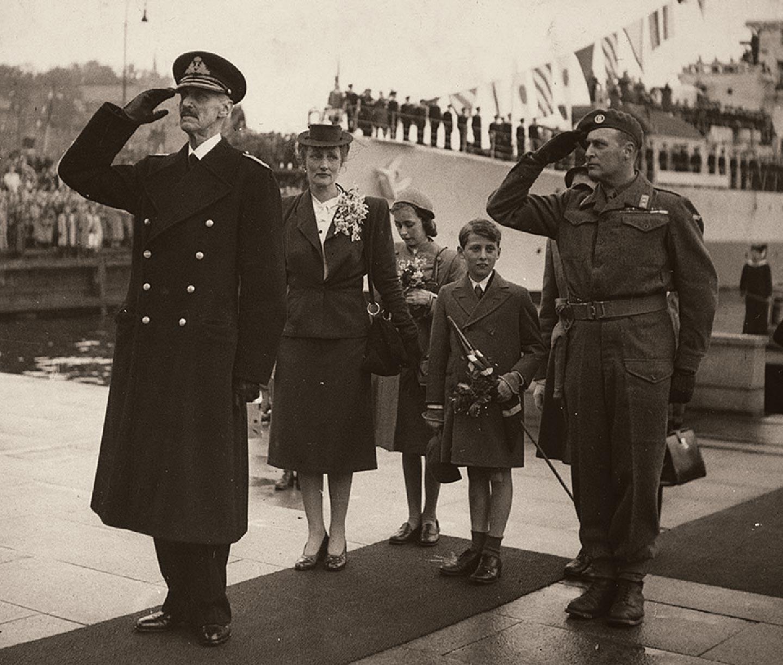 Kongefamiliens hjemkomst 1945